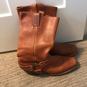 Saddle brown Frye boots size 8.5